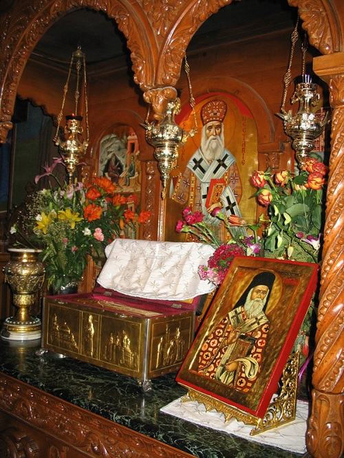 Baldachinul cu moaştele Sfântului Nectarie Taumaturgul, al Pentapolei